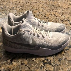 Men's Kobe basketball shoes size 9